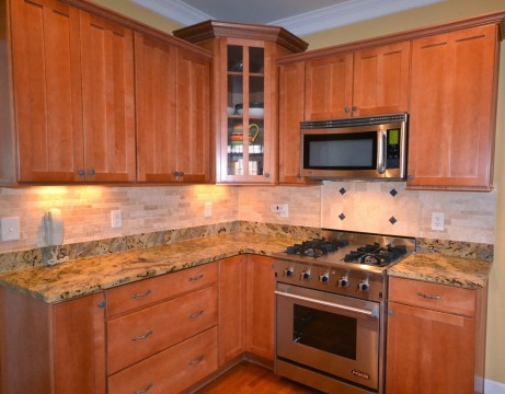 earth-tone-stone-backsplash