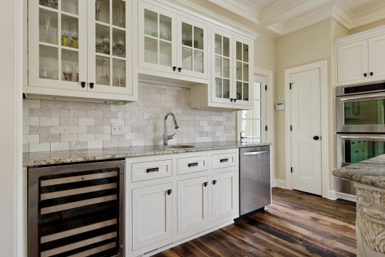 natural-tumbled-stone-subway-tile-backsplash